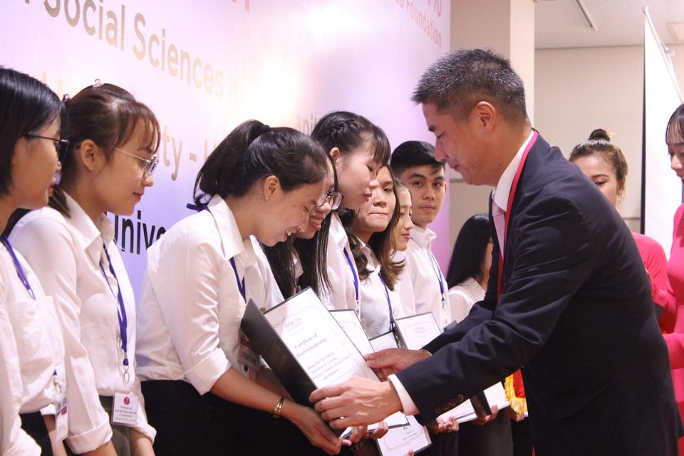 AEON trao tặng học bổng cho sinh viên xuất sắc