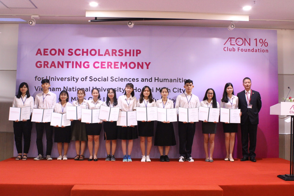 40 suất học bổng AEON đã được trao cho 40 sinh viên xuất sắc