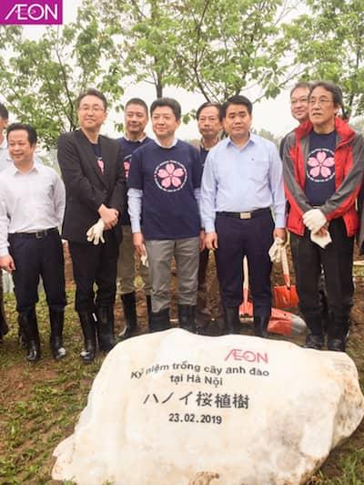 Kỷ niệm trồng thêm 1000 cây hoa anh đào tại Hà Nội
